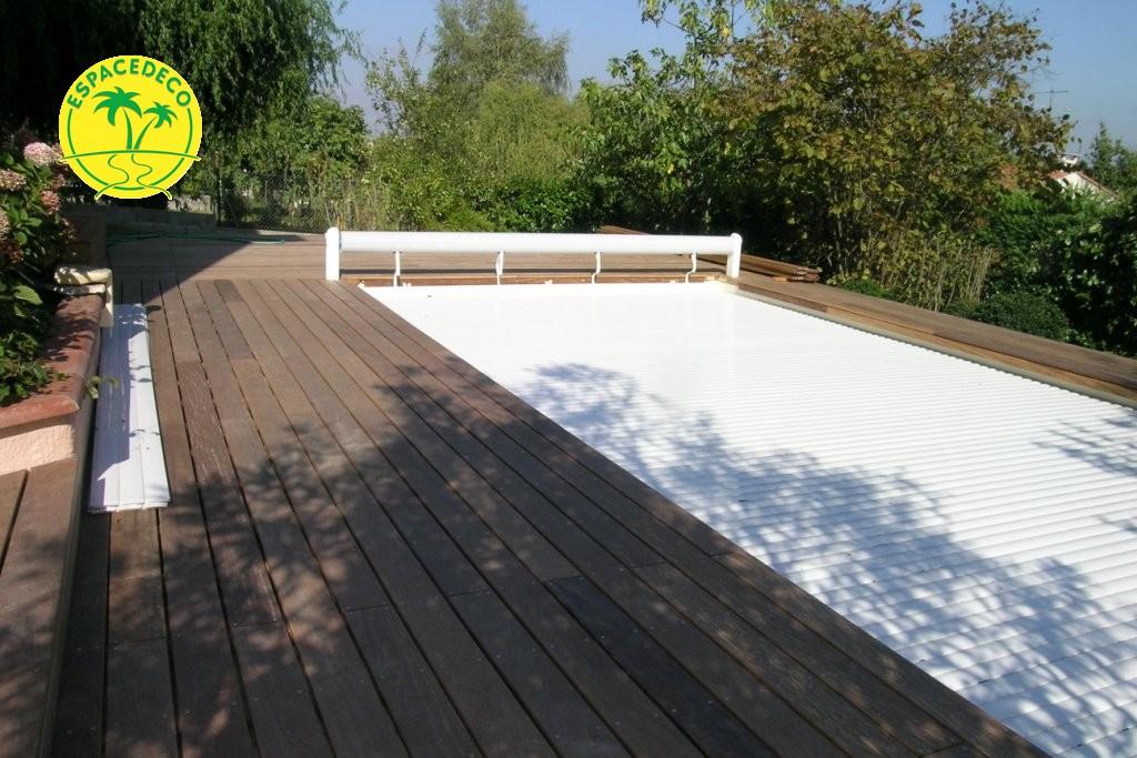 Création d'une plage de piscine selon vos attentes par votre artisan poseur Espacedéco à Saint-Orens.
