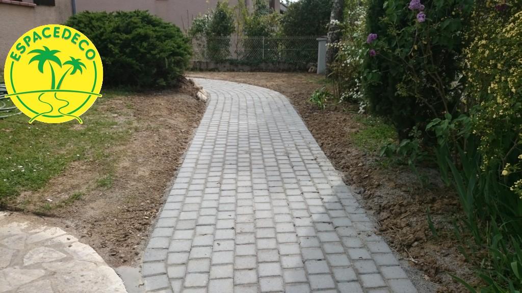 Mise en place de vos allées, trottoirs, bordures pavés en Haute-Garonne à Toulouse, Tournefeuille, Balma, Blagnac, Colomiers.