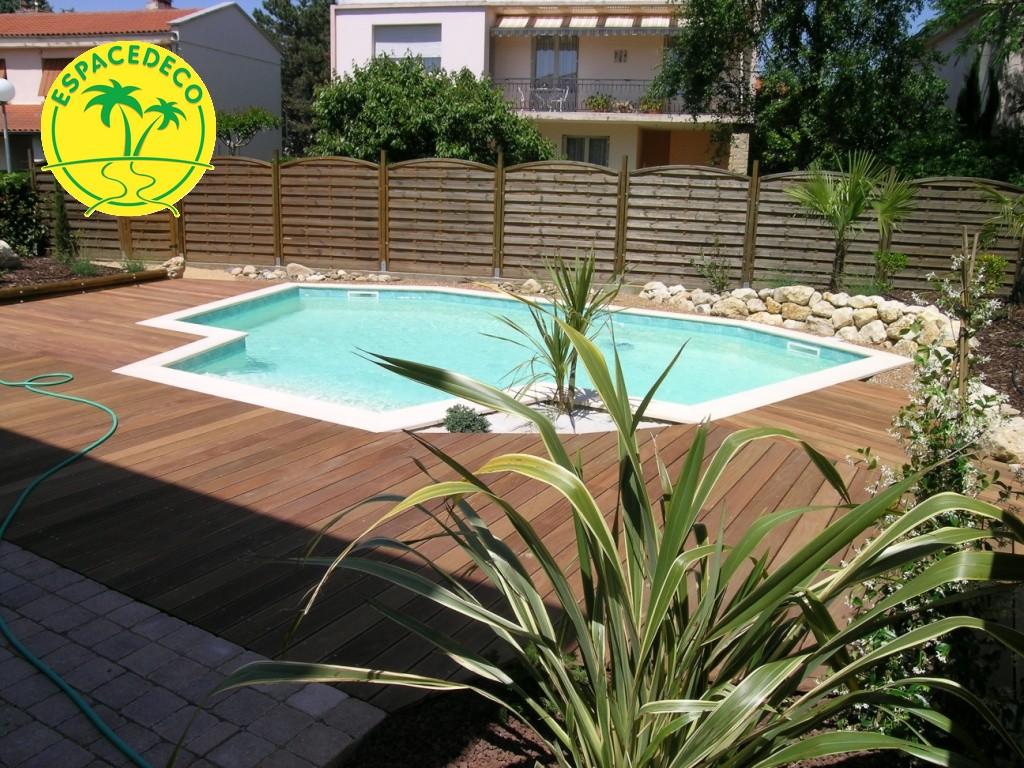 Tour de piscine selon vos attentes et vos besoins en Haute Garonne par Espacedéco artisan de travaux extérieur à Toulouse.