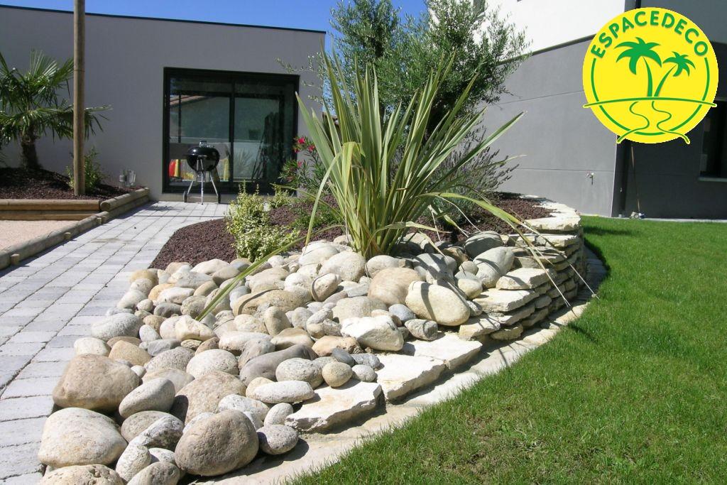 Pose de galet, gravier et autres roches pour embellir votre extérieur par Espacedéco en Haute-Garonne à Toulouse, Colomiers, Blagnac, Tournefeuille, Balma, Muret.