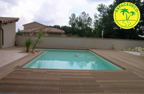 Un tour de piscine en bois ? Faites appel à l'expertise d'Espace Déco à Colomiers, Pibrac, Cugnaux, Plaisance, Toulouse.