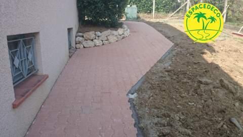 Nos décorateurs / Paysagistes réalisent vos trottoirs et bordures en Haute-Garonne à Toulouse, Tournefeuille, Balma, Blagnac.
