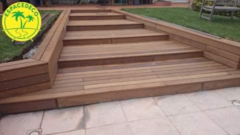 escaliers d'extérieur en bois posé par l'artisan aménagement extérieur Espacedeco à Colomiers en Haute-Garonne.