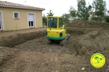2-Préparation de la terre pour la réalisation et l'aménagement d'extérieur par la société Espacedéco.
